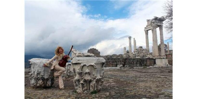 Dünyaca Ünlü Gitarist Bergama'ya Hayran Kaldı