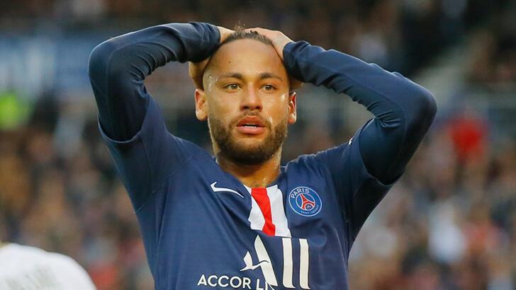 Neymar bir ay futbol oynayamayacak