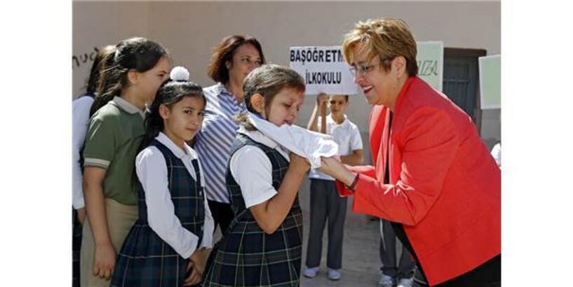İzmir'de Okullara Spor Malzemesi Yardımı Yeni Eğitim Yılında Da Sürüyor