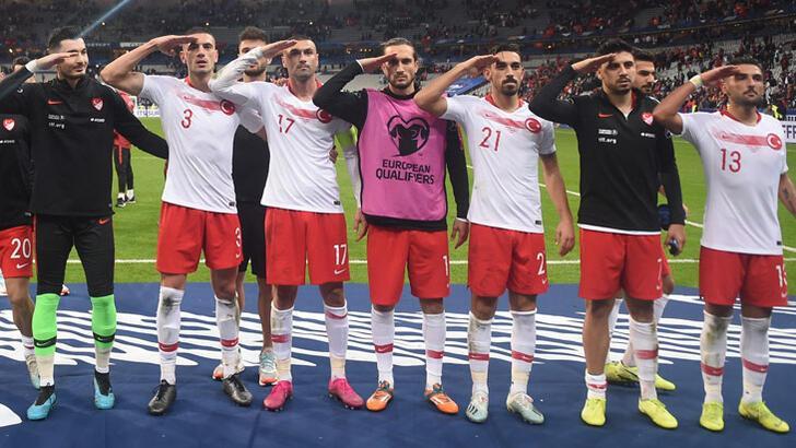 UEFA soruşturma başlattı! Bakan Kasapoğlu'ndan ilk tepki...