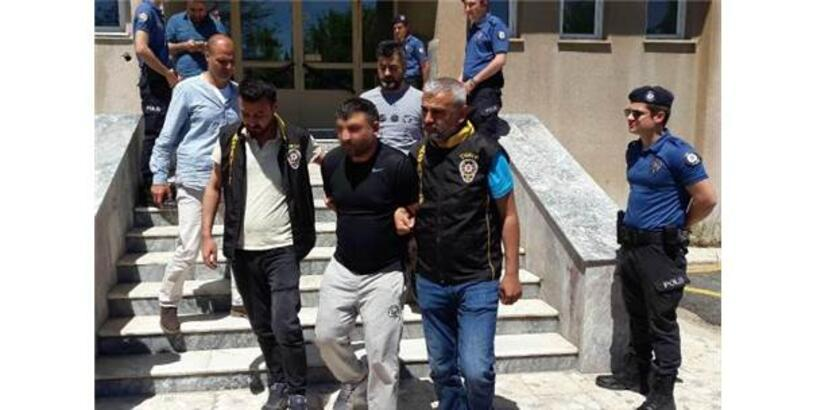 3 Polise Otomobille Çarpıp Yaralayan Şüpheli Yakalandı