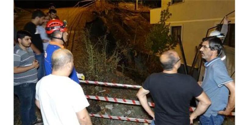 Karabük'te Apartmanın İstinat Duvarı Çöktü