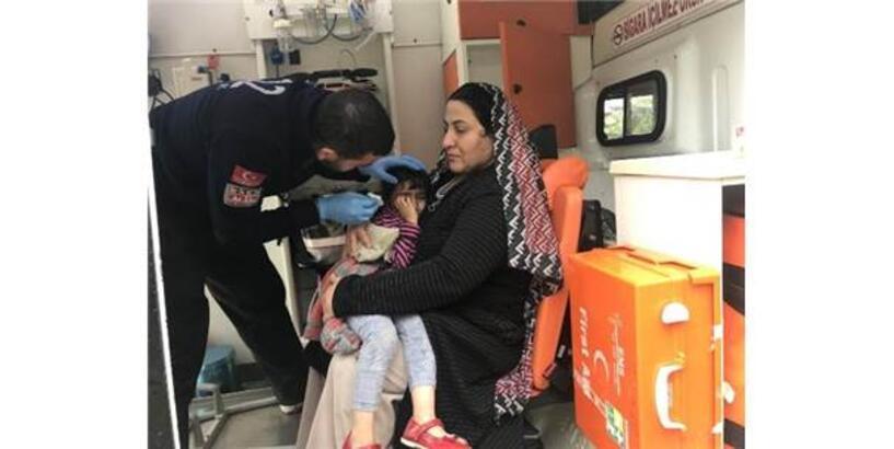 Kamyonet İle Hafif Ticari Araç Çarpıştı: 2'Si Çocuk 6 Yaralı