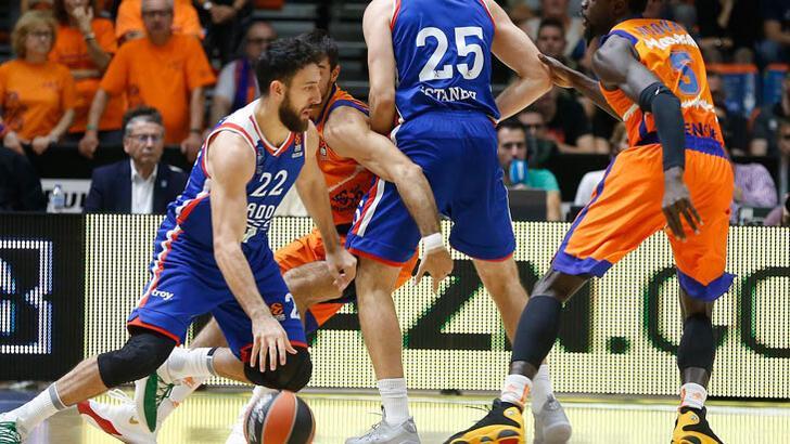 Anadolu Efes, Valencia Basket'i yıktı!