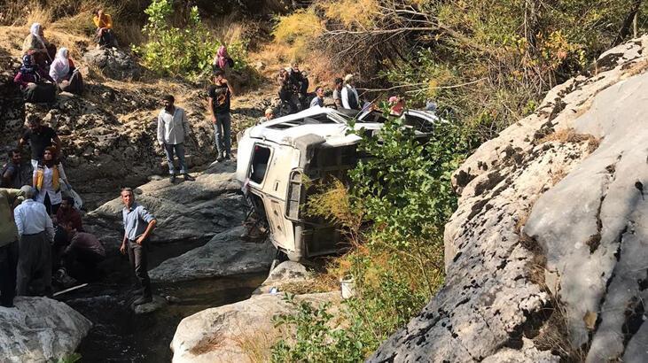 Diyarbakır'da minibüs devrildi! Ölü ve yaralılar var...