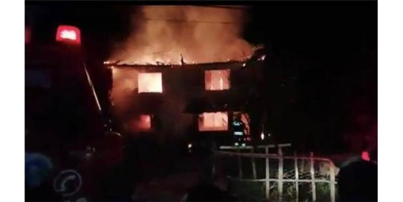 Bartın'da 2 Katlı Ahşap Bina Yandı