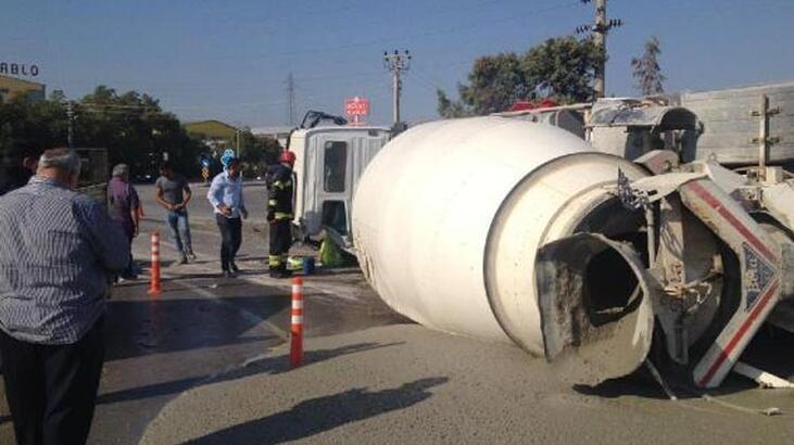 Denizli'de beton mikseri devrildi!