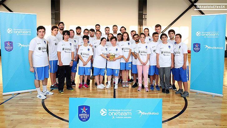Anadolu Efes, ödüllü Euroleague One Team projesine devam ediyor