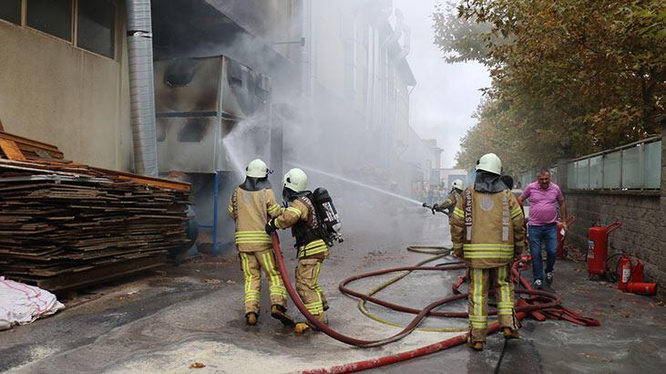 Sancaktepe'de mobilya fabrikasında yangın
