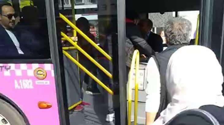 İstanbul'da otobüs şoförü ile yolcu birbirine girdi