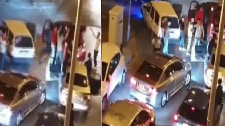 """Trafikte """"Eğlence"""" işkencesi! Gözaltına alındılar"""