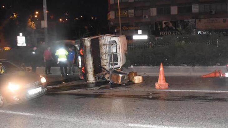 Kontrolden çıkan kamyonet yan devrildi