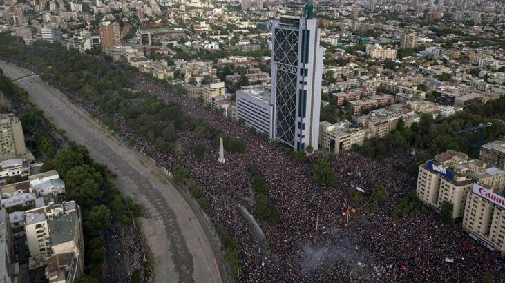 Şili'de 1 milyondan fazla kişi gelir eşitsizliğine karşı sokaklarda