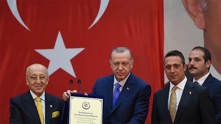 Cumhurbaşkanı Erdoğan'ın katıldığı Divan Kurulu'nda Ali Koç'tan müjde