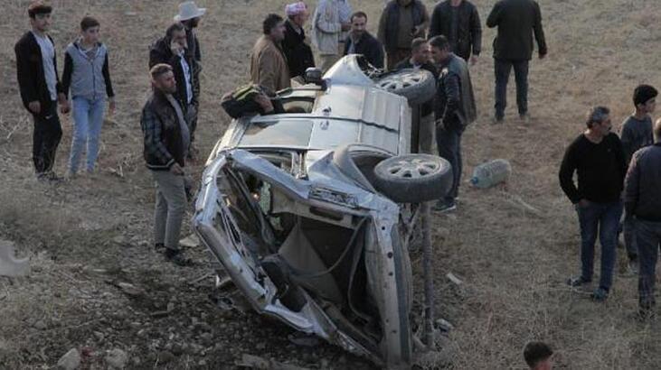 Feci kaza! Taklalar atarak 20 metreden şarampole yuvarlandı