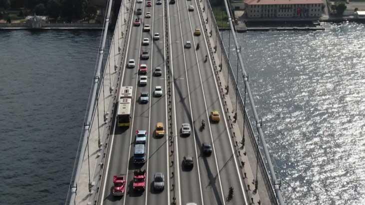 Klasik otomobillerin 15 Temmuz Şehitler Köprüsü'nden geçişi havadan fotoğraflandı