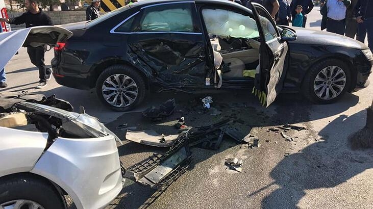 Burdur'da otomobiller çarpıştı: 5 yaralı
