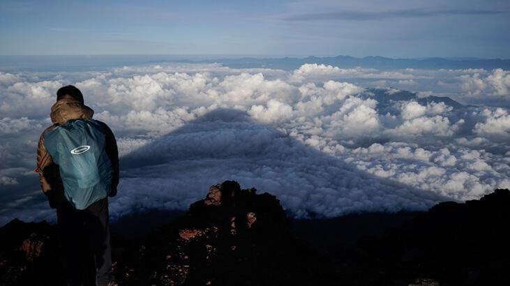 Fuji Dağı'na tırmanırken canlı yayında düşen erkeğin cesedi bulundu