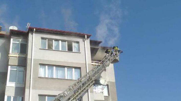 Sivas'ta apartmanda yangın