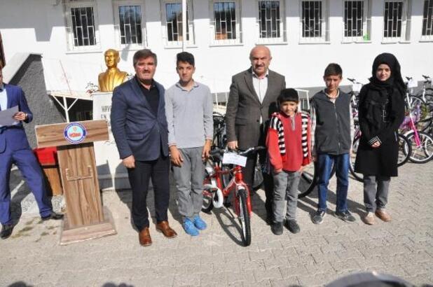 Sorgun'da 76 öğrenciye bisiklet dağıtıldı