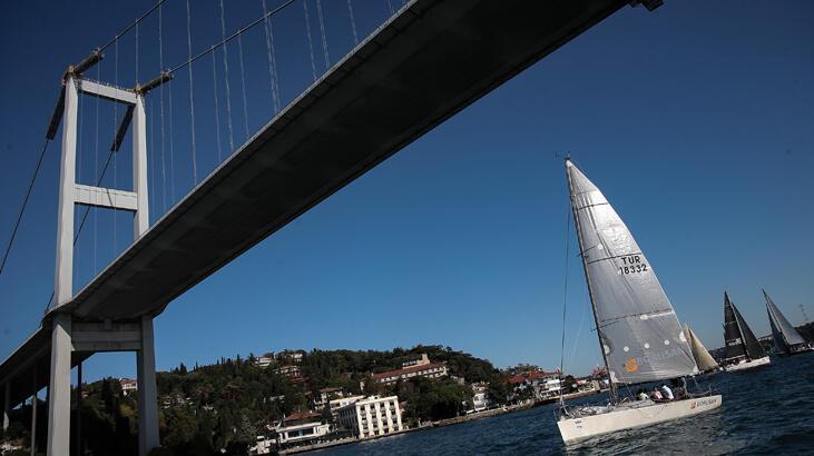 İstanbul Boğazı'nda yelkenli şöleni