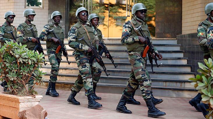 Burkina Faso'da askeri birliğe saldırı: 10 ölü