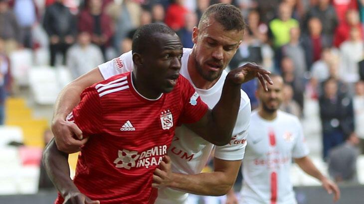 """Sivasspor'un """"dedesi"""" kulübede boş oturmuyor"""