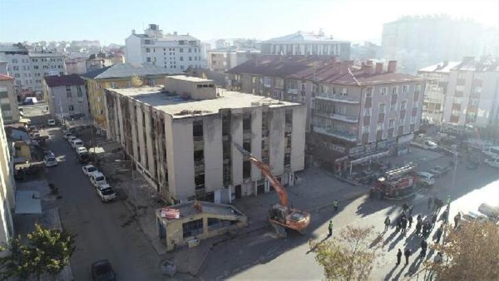 Sivas'ta metruk binalar yıkılıyor