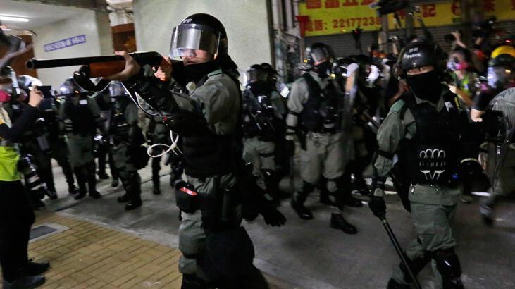 Hong Kong'da milletvekillerine gözaltı