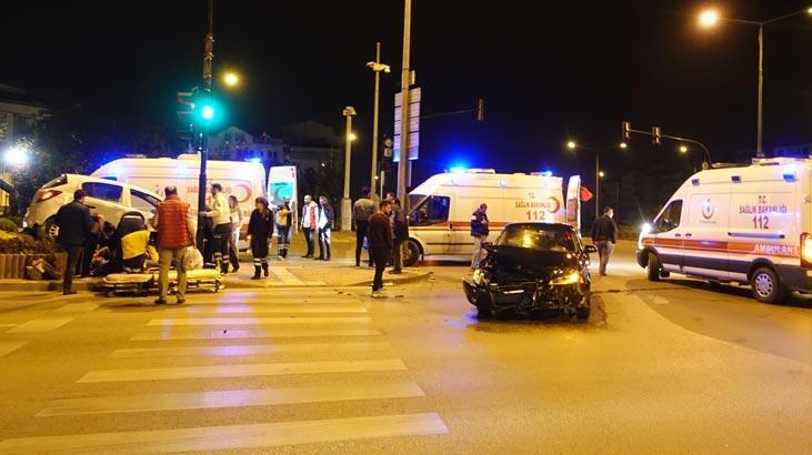 Bursa'da iki otomobilin çarpışması sonucu 3 kişi yaralandı