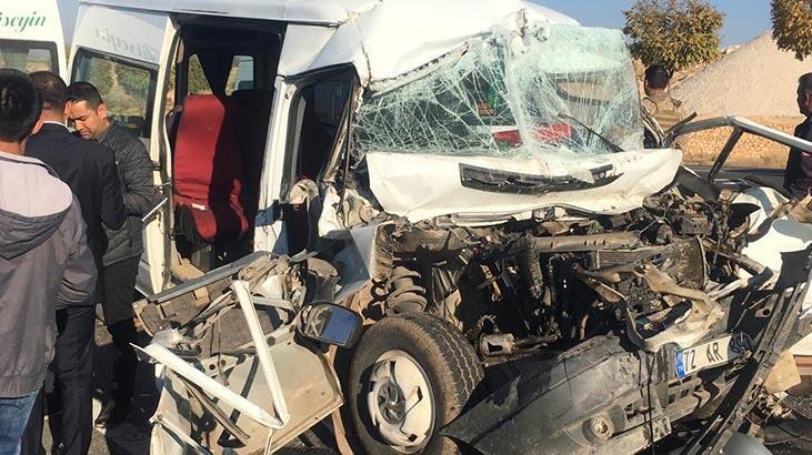 Öğrencileri taşıyan minibüs kaza yaptı! Yaralılar var