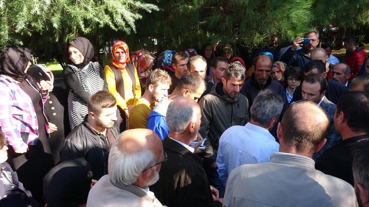 Trabzon'da yaylada evleri yıkılan yapı sahipleri valilik önünde