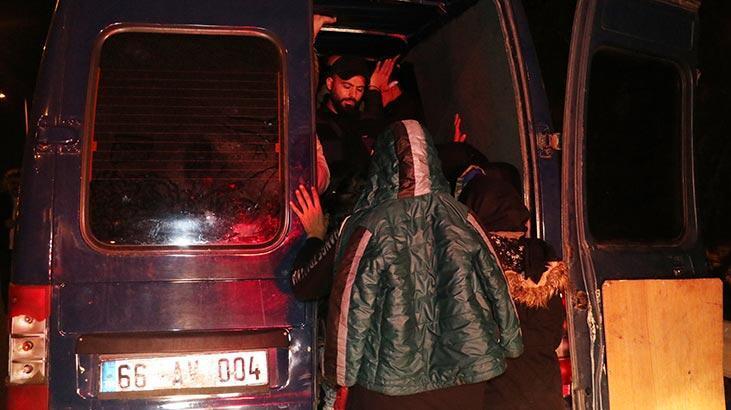 İzmir'de hareketli dakikalar! 30 kişiyi saklamış