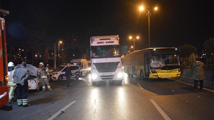 İETT otobüsü otomobile çarptı! Yaralılar var