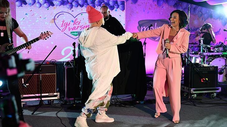 Ayben ve Fatma Turgut bu özel gecede ilk kez aynı sahnede!