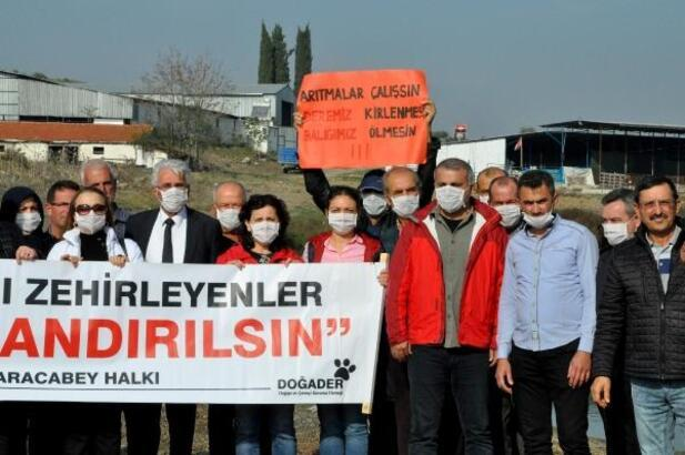 Bursa'da balık ölümlerinin yaşandığı derede maskeli basın açıklaması