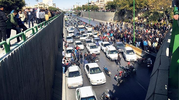 İran'da sokakların ateşi yükseldi...