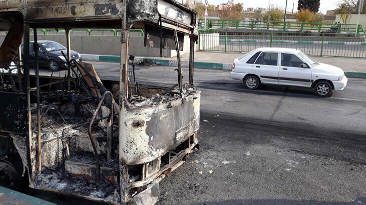 Tahran'daki protestolarda kan aktı