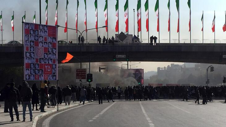 İran gösterilerde 12 kişinin öldüğünü açıkladı, ABD'yi kınadı