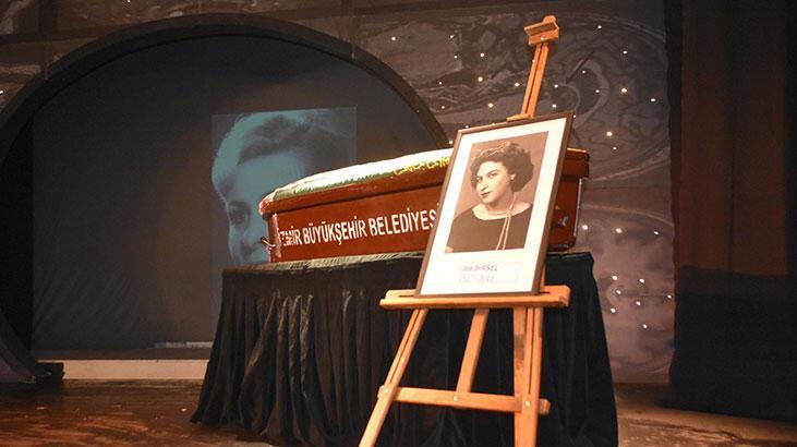 Tiyatrocu Jale Birsel'le ilgili gerçek cenazesinde ortaya çıktı