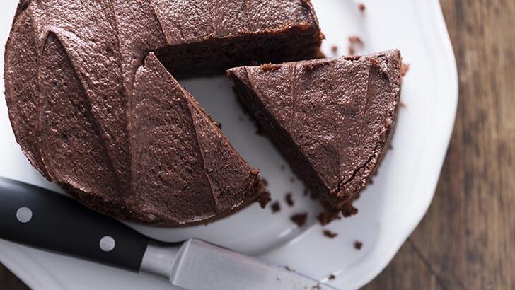 Tatlı isteğine acil çözüm: 3 malzemeli çikolatalı kek tarifi