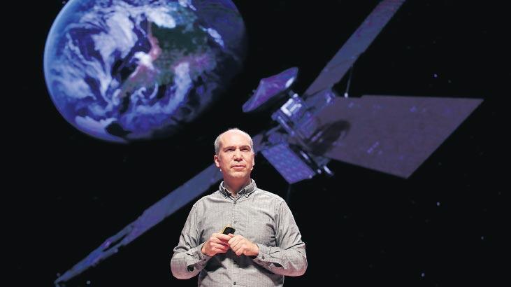 Uzay bilimini sanatla anlatıyor