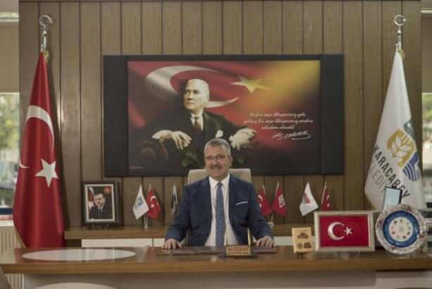 Karacabey Belediye Başkanı Özkan, Öğretmenler Günü'nü kutladı