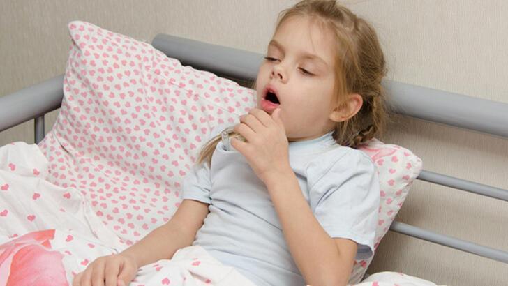 Üst solunum yolu enfeksiyonları nelerdir? Çocuklarda boğaz enfeksiyonu neden olur, belirtileri nelerdir?