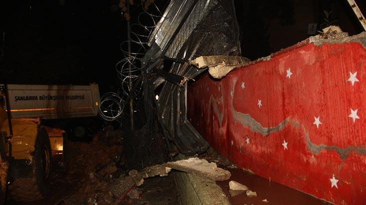 Şiddetli yağış, okulun duvarını yıktı