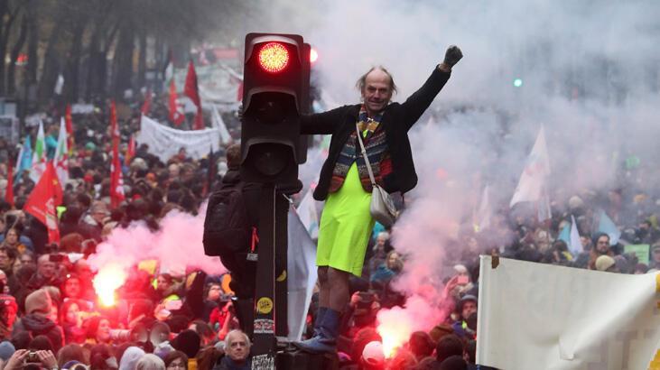 Fransa'da son yılların en büyük grevi ikinci gününde