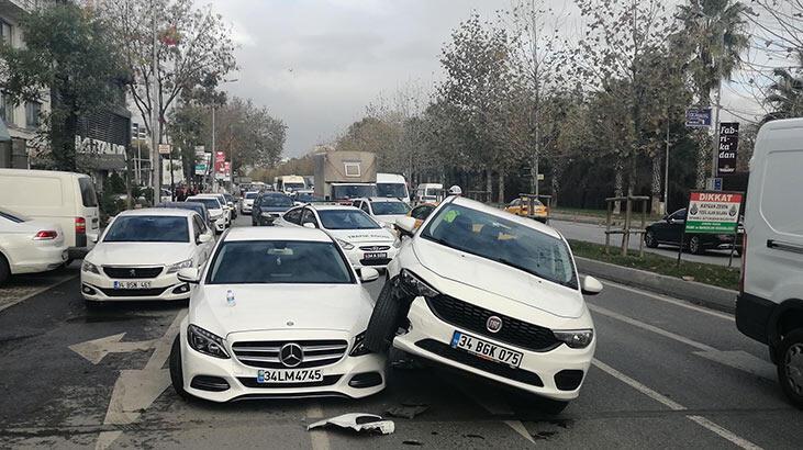 Bakırköy'de ilginç kaza! Üzerine çıktı