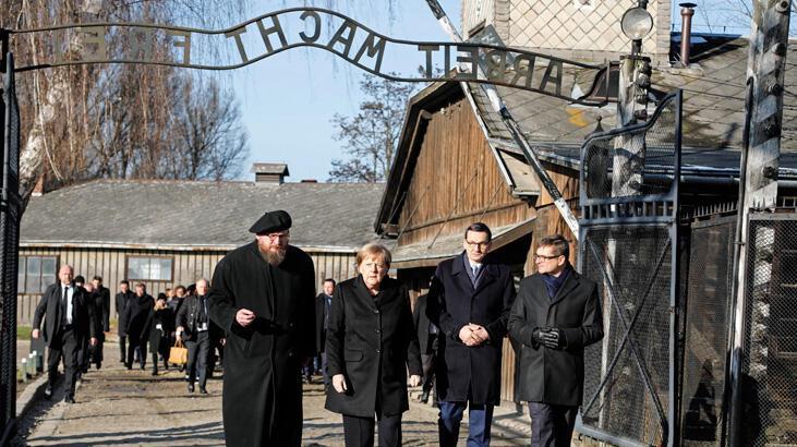 Merkel'den ölüm kampına ilk ziyaret