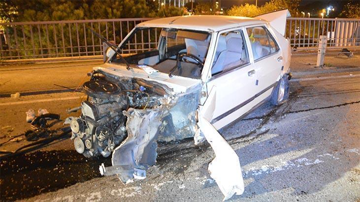 İstanbul'da gece yarısı feci kaza! Araç hurda yığınına döndü