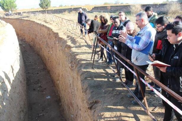 Jeoloji Mühendisliği öğrencilerinden Alaşehir'de deprem araştırması